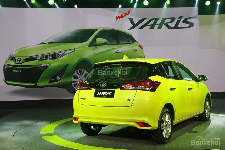 Đánh giá xe Toyota Yaris 2018: Đuôi xe tái thiết kế.