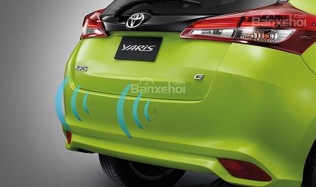 Đánh giá xe Toyota Yaris 2018: Đèn hậu LED.