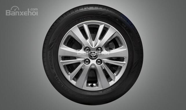 Đánh giá xe Toyota Yaris 2018: Mâm hợp kim.