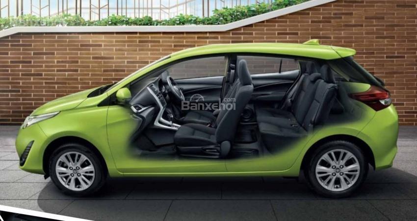 Đánh giá xe Toyota Yaris 2018: Xe có 2 hàng ghế.