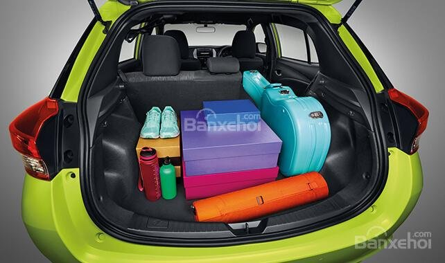 Đánh giá xe Toyota Yaris 2018: Khoang hành lý của xe thuộc loại rộng trong phân khúc.