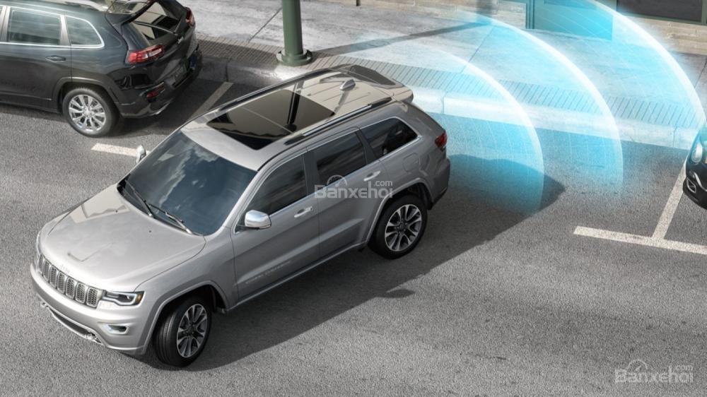 Jeep Grand Cherokee 2017 được ứng dụng hàng loạt công nghệ an toàn tiên tiến a2