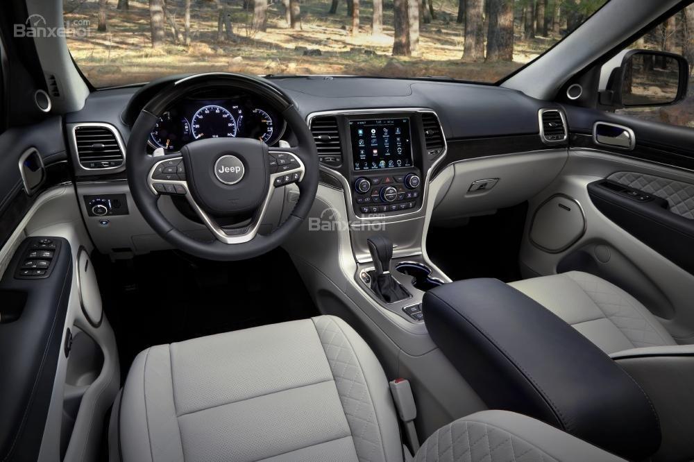 Khoang nội thất Jeep Cherokee Grand 2017