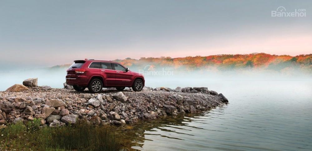 Đánh giá xe Jeep Grand Cherokee 2017: SUV cỡ trung hoàn hảo từ thể xác đến linh hồn.