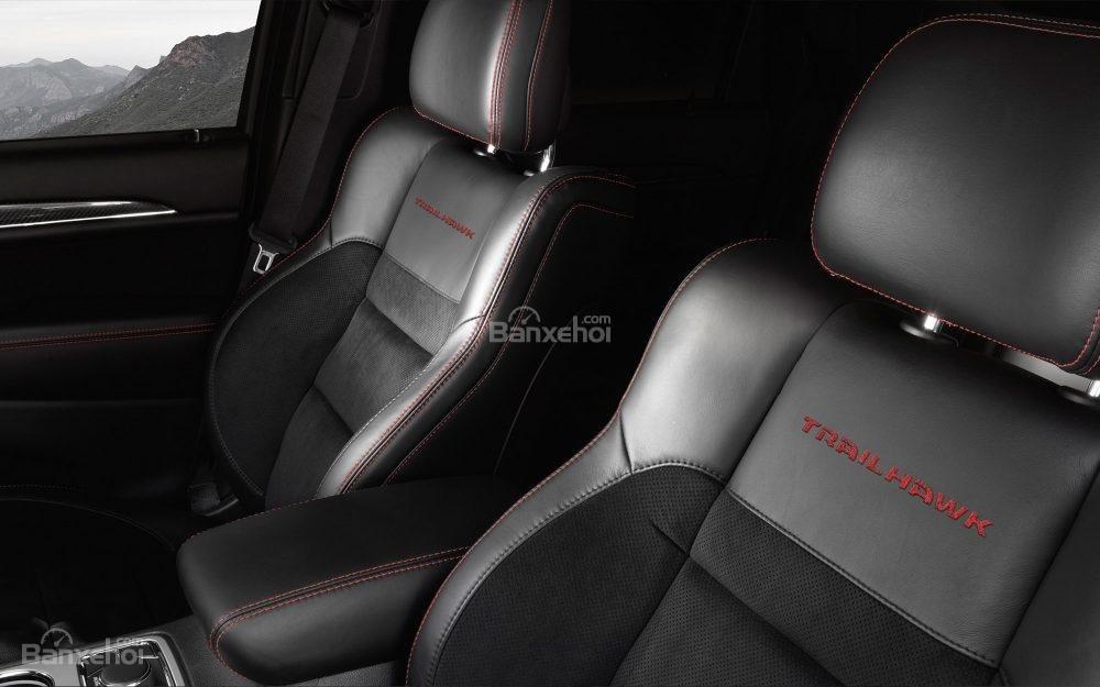 Đánh giá xe Jeep Grand Cherokee 2017: Không gian hàng ghế trước/sau rộng, thoáng a4