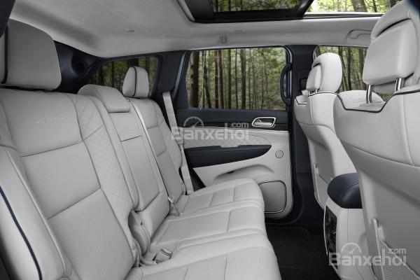 Đánh giá xe Jeep Grand Cherokee 2017: Không gian hàng ghế trước/sau rộng, thoáng a2