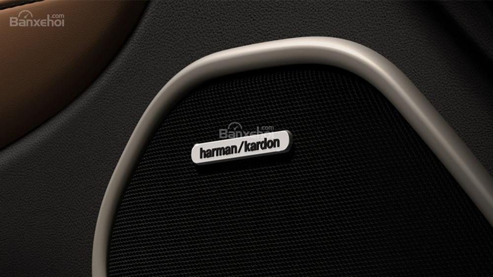 Đánh giá Jeep Grand Cherokee 2017: Hệ thống âm thanh cao cấp.