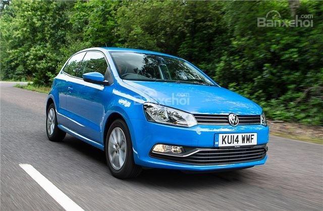 ô tô Volkswagen Polo màu xanh