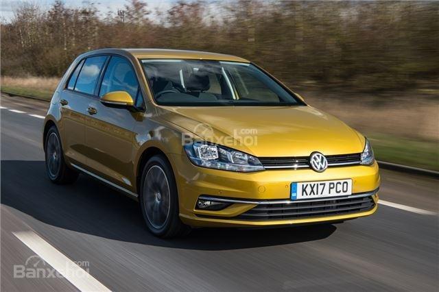 ô tô Volkswagen Golf màu vàng