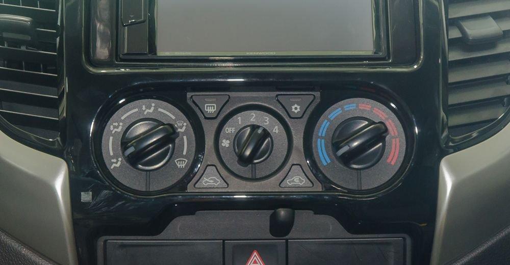 So sánh xe Nissan Navara và Mitsubishi Triton về trang bị tiện nghi 6