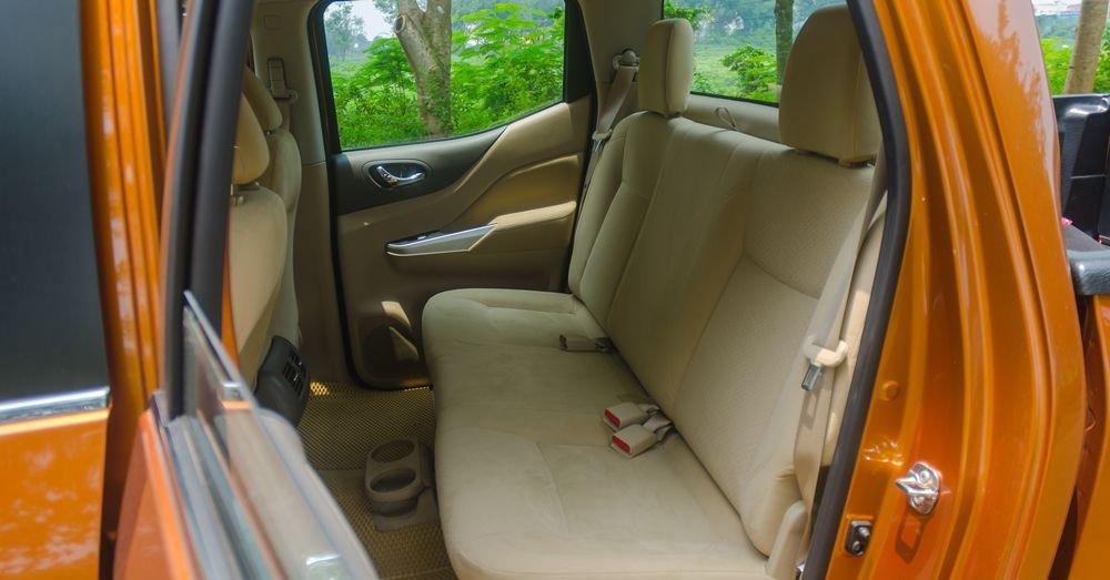 So sánh xe Nissan Navara và Mitsubishi Triton về ghế ngồi 6