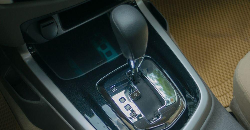 So sánh xe Nissan Navara và Mitsubishi Triton về hộp số: Nissan Navara sử dụng hộp số 7 cấp.