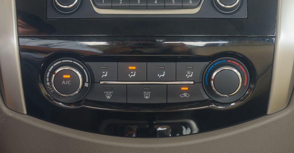 So sánh xe Nissan Navara và Mitsubishi Triton về trang bị tiện nghi 4