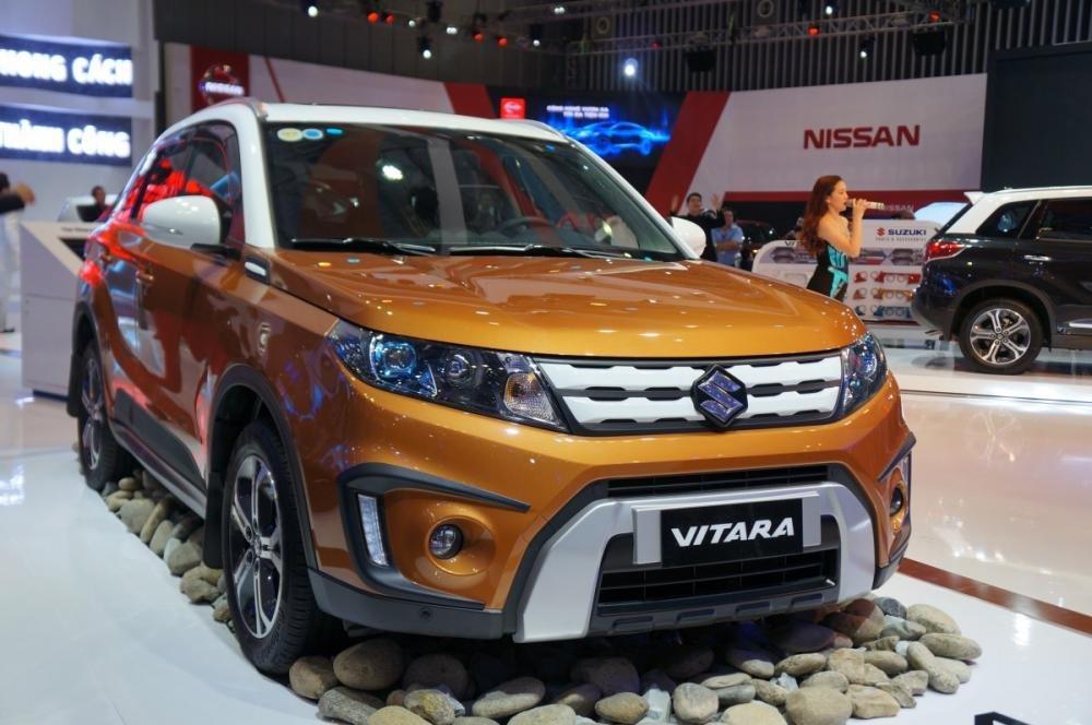 Hình ảnh Suzuki Vitara màu cam từ bên sườn