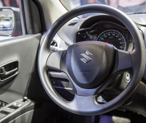 Ảnh chụp vô-lăng xe Suzuki Celerio 2018