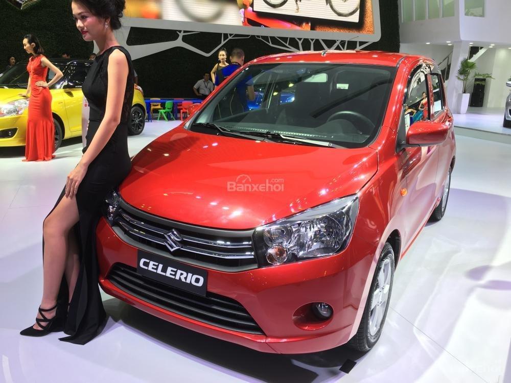 Hình ảnh Suzuki Celerio màu đỏ chụp từ phía trước
