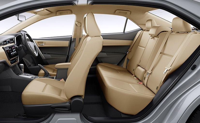 Ảnh chụp nội thất Toyota Corolla Altis 2017