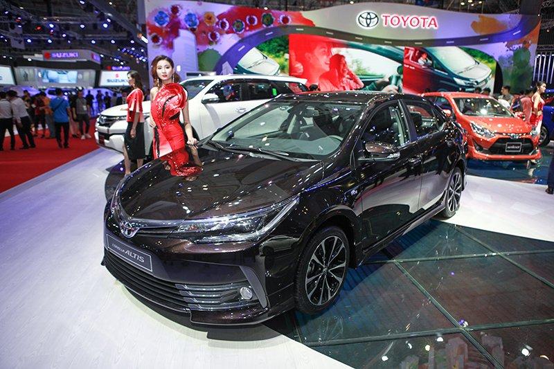 Ảnh chụp phía trước Toyota Corolla Altis 2017