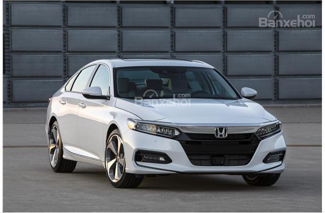 mặt trướ Honda Accord 2018 màu trắng