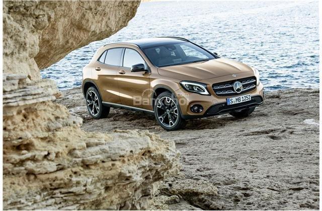 So sánh xe Audi Q3 2018 và Mercedes-Benz GLA 2018 về khả năng tiết kiệm nhiên liệu.