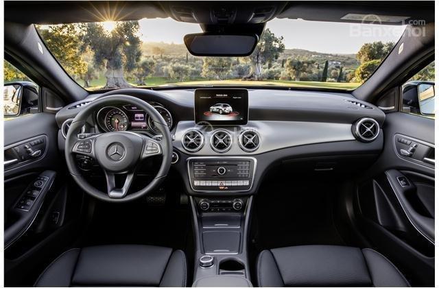 So sánh xe Audi Q3 2018 và Mercedes-Benz GLA 2018 về trang bị tiện nghi.