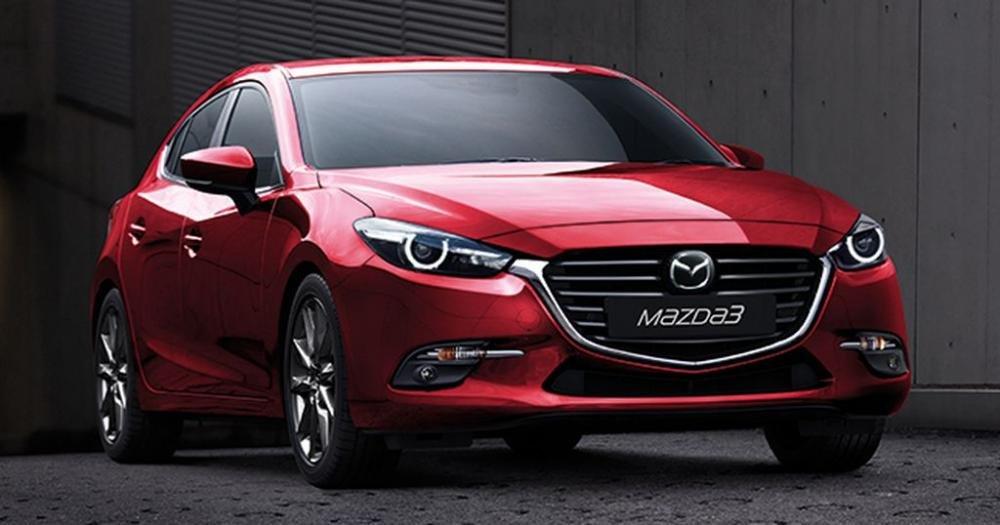 Mazda 3 màu đỏ chụp từ phía trước