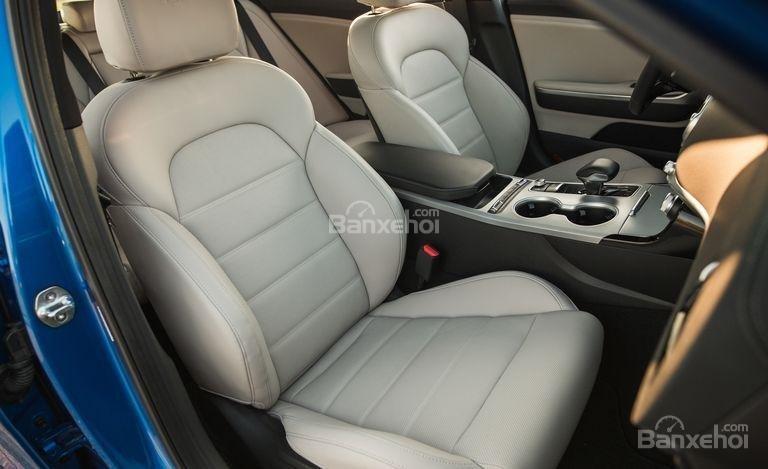 Đánh giá xe Kia Stinger 2018 về hệ thống ghế ngồi a1