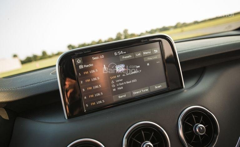 Đánh giá xe Kia Stinger 2018: Màn hình cảm ứng 8 inch a1
