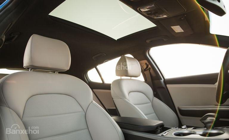 Đánh giá xe Kia Stinger 2018 về hệ thống ghế ngồi a2