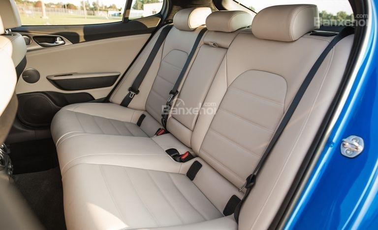 Đánh giá xe Kia Stinger 2018 về hệ thống ghế ngồi a3