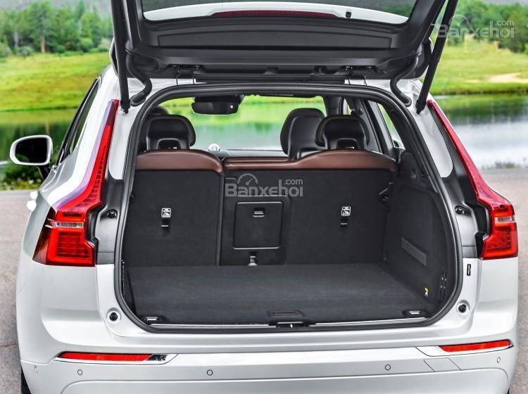 So sánh xe Audi Q5 2018 và Volvo XC60 2018 về khoang hành lý.