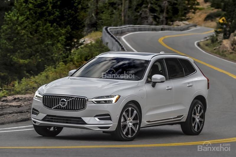 Audi Q5 2018 và Volvo XC60 2018 có giá bán tương đương nhau.