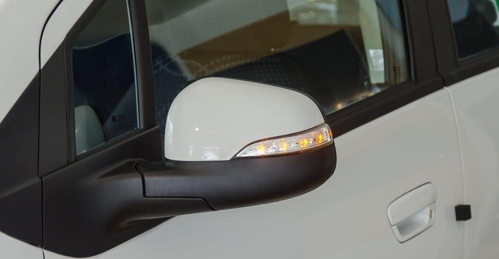 Ảnh chụp gương chiếu hậu Chevrolet Spark 2018