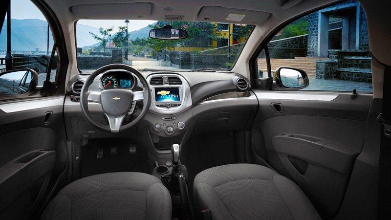 Ảnh chụp nội thất táp-lô của xe Chevrolet Spark 2018