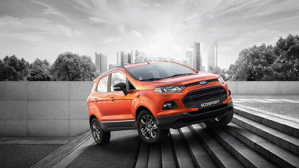 Ford EcoSport màu cam chụp từ phía trước