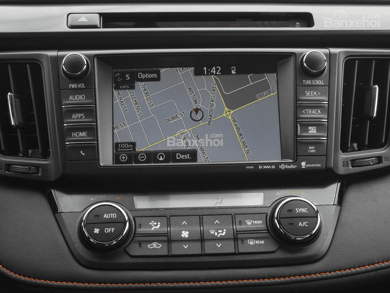 Đánh giá xe Toyota RAV4 2018: Xe được trang bị nhiều tính năng hữu ích.
