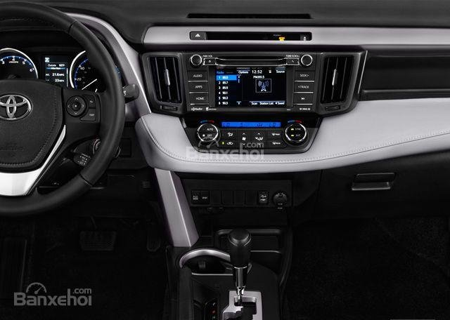 Đánh giá xe Toyota RAV4 2018: Bảng điều khiển.