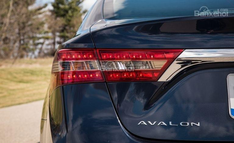 Đèn hậu LED trên Toyota Avalon 2017