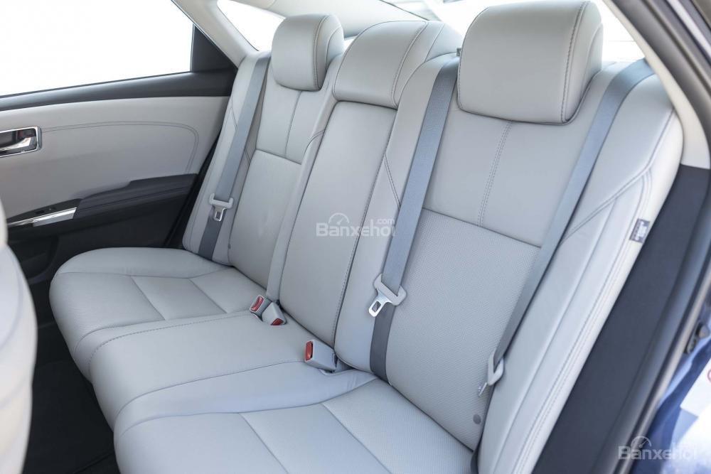 Đánh giá xe Toyota Avalon 2017: Ghế sau tích hợp chức năng sưởi ấm.