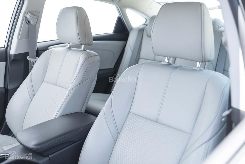 Đánh giá xe Toyota Avalon 2017: Hệ thống ghế ngồi bọc da sang trọng/