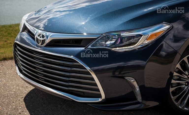 Đánh giá xe Toyota Avalon 2017 về thiết kế đầu xe./