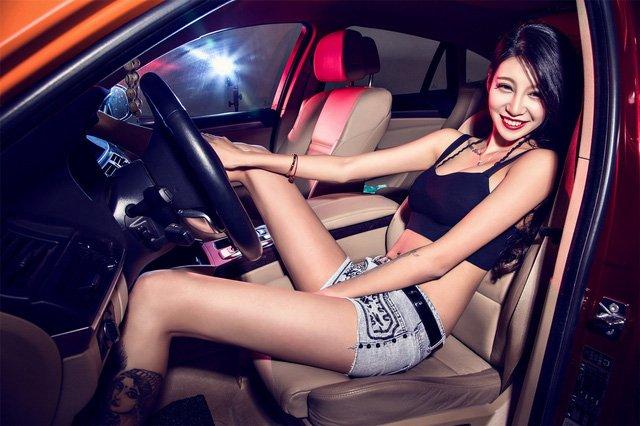 """Người đẹp """"chất lừ"""" bên xe độ BMW X6 a13"""