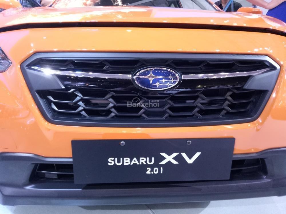 Đánh giá xe Subaru XV 2018: Lưới tản nhiệt tối màu.