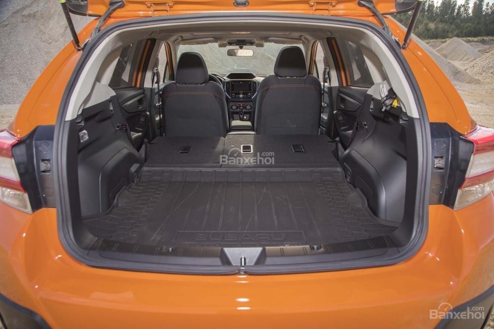 Đánh giá xe Subaru XV 2018: Khoang hành lý giảm nhẹ so với thế hệ cũ.