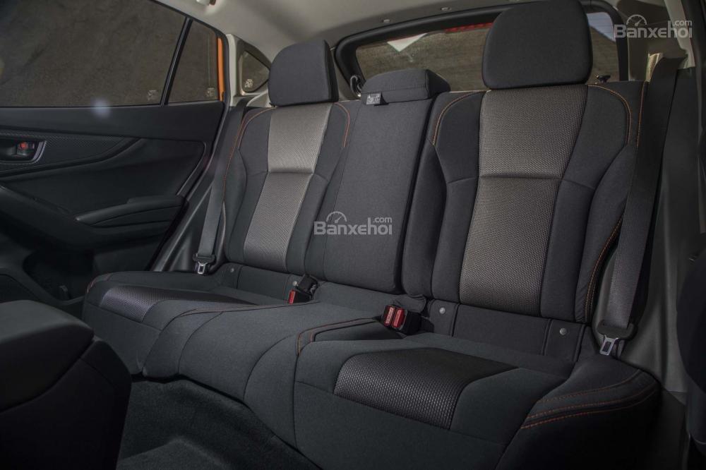 Đánh giá xe Subaru XV 2018: Hàng ghế sau của xe.
