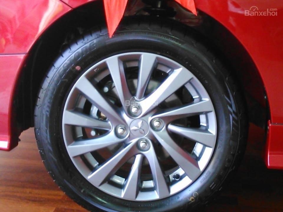 Bán Mitsubishi Attrage số sàn đời 2018, màu đỏ, Xe 5 chỗ số sàn Mitsubishi (6)