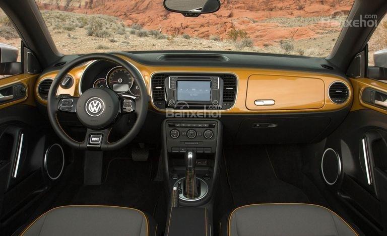 Đánh giá xe Volkswagen Beetle Dune 2017-2018: Nội thất xe hiện đại.