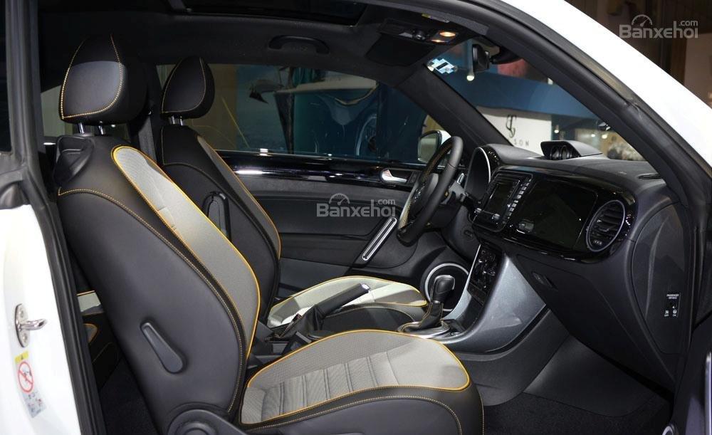 Đánh giá xe Volkswagen Beetle Dune 2017-2018: Hàng ghế trước.