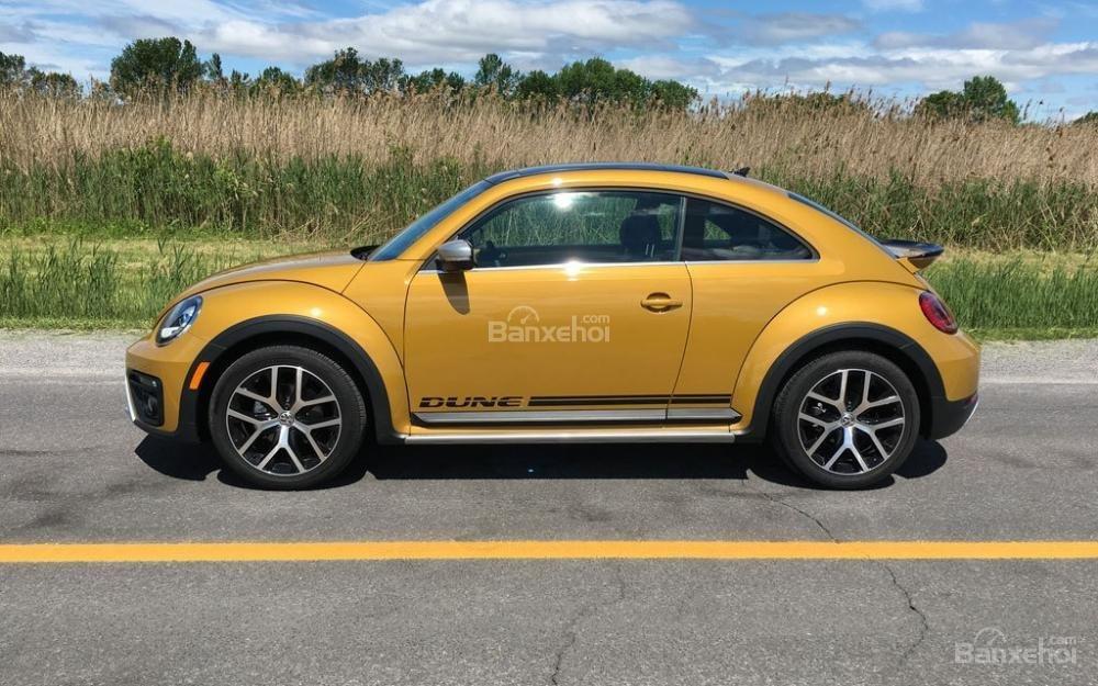Đánh giá xe Volkswagen Beetle Dune 2017-2018: Thân xe mang đậm đặc trưng của một chiếc coupe.