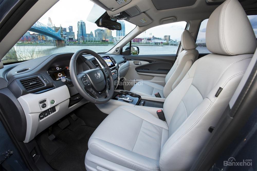 Đánh giá xe Honda Pilot 2017: Hàng ghế trước.